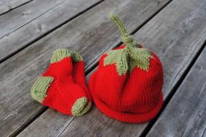 Chapeau tomate et bas